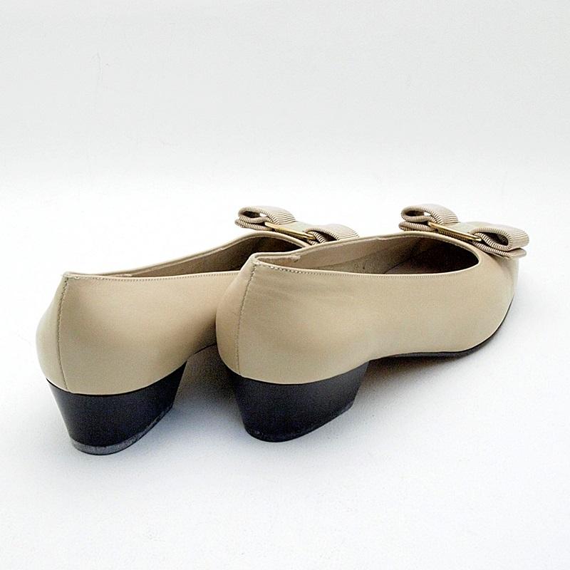 http://フェラガモ%20靴スカーフ%20パンプス ヴァラ%20レザー%20ベージュ%20中古