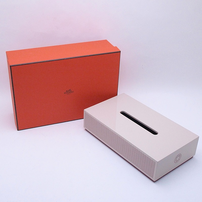 http://エルメス%20HERMES%20小物アクセサリー%20ティッシュボックス%20ラッカーウッド%20グレージュ%20新品同様%20新入荷%20おすすめ
