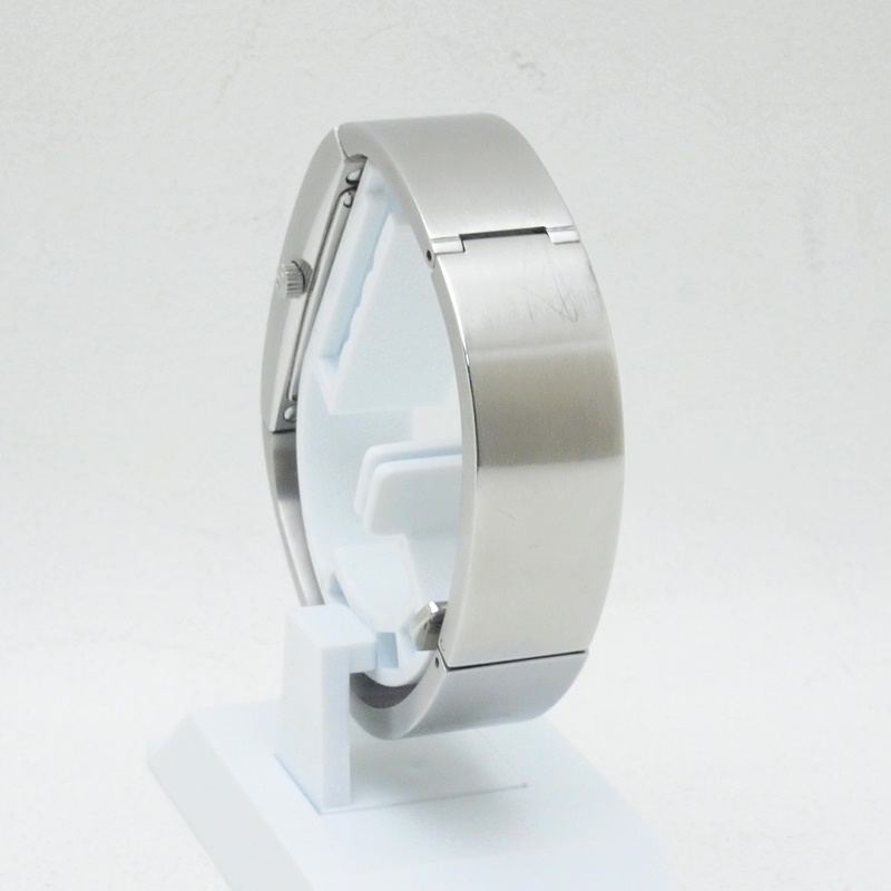 http://グッチ%20GUCCI%20レディース腕時計%20グッチ 2400S%20SS(ステンレス)%20シルバー文字盤%20中古